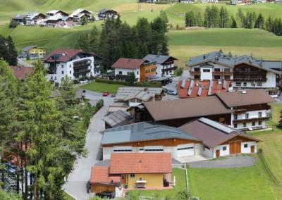 0479 Sommer Alpenapart Schmid vom Skipiste unten