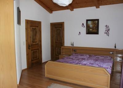 0501 Schlafzimmer Bett von Vorne